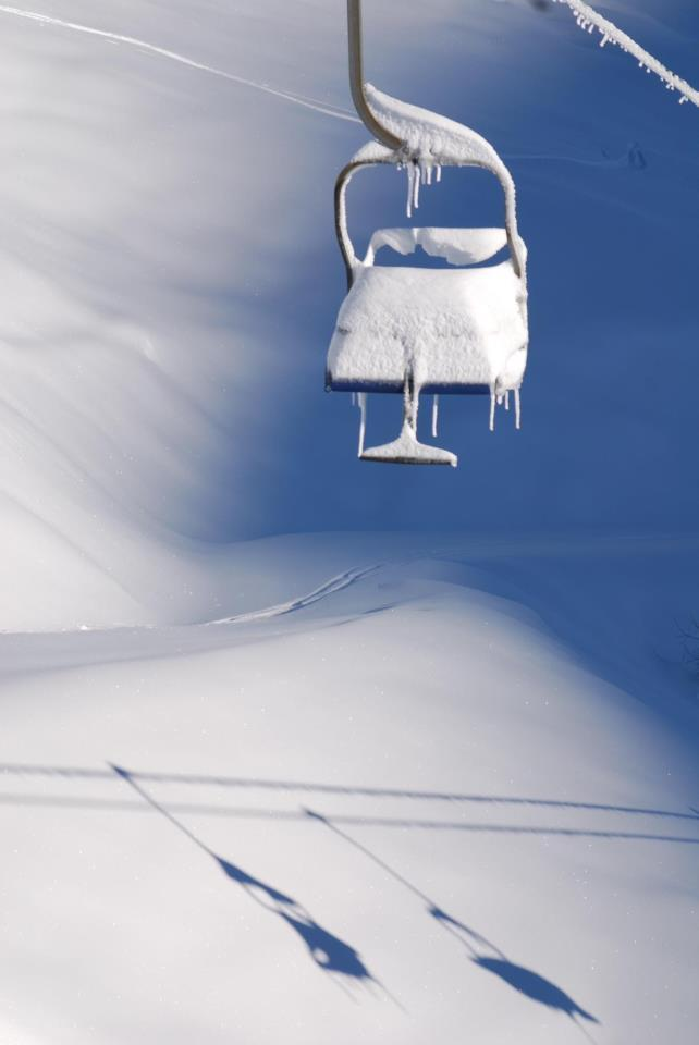 Chairlift weighed down with snow in Artesina-Mondolè Ski. Dec. 2, 2012 - ©Andrea Belmonte - Artesina SpA