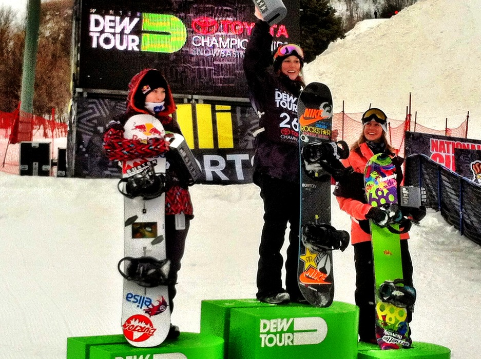 Spencer O'Brien taking the win at Dew Tour in Snowbasin last year. Enni Rukajärvi on the left