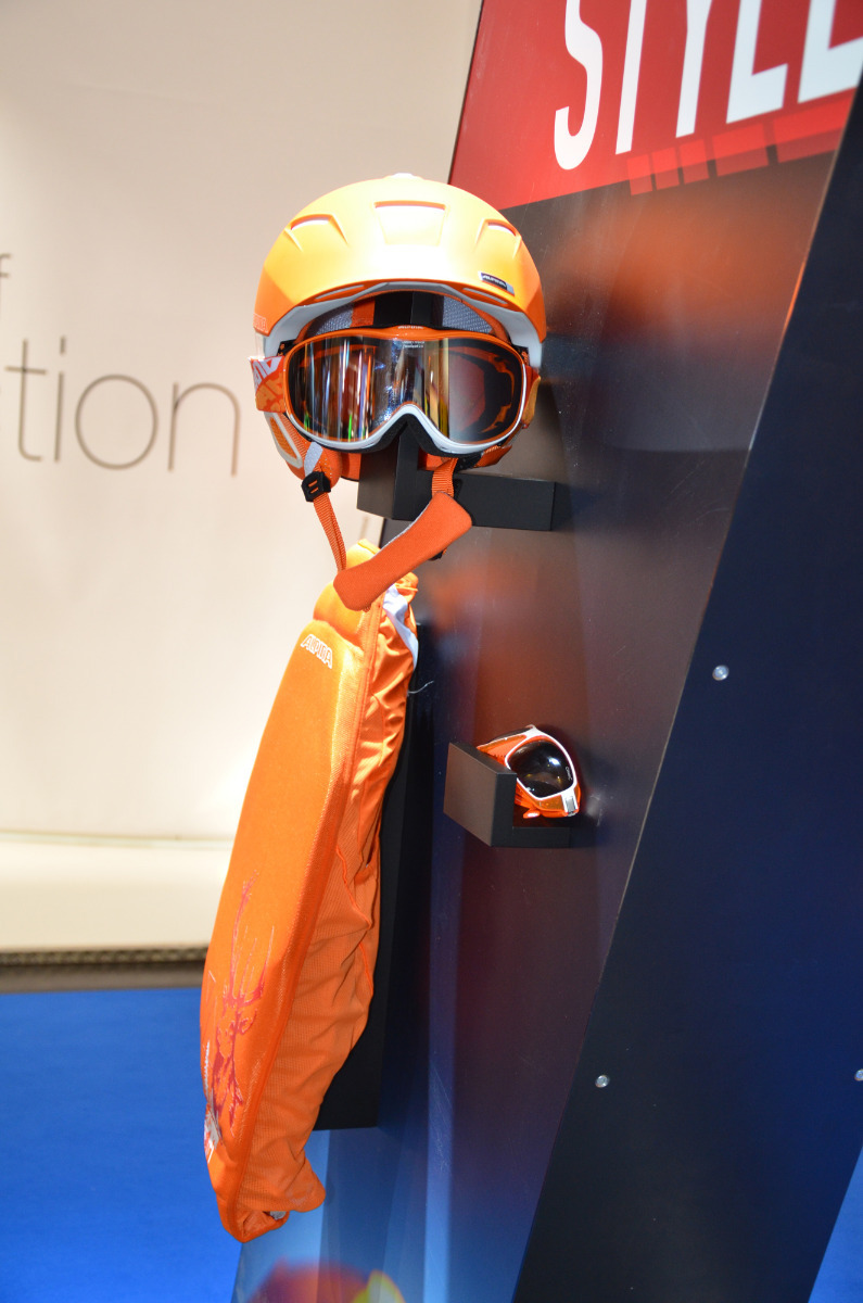 Alpina Cheops will come in a set with goggles and a protector in 2013/2014