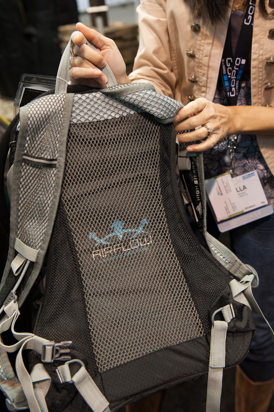 The High Sierra Marlin 18 L airflow suspended back panel technology keeps this hydration pack off of your back.