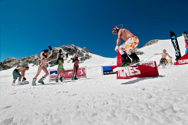 Bikini Contest sur les pistes de ski de Tignes - ©andyparant.com