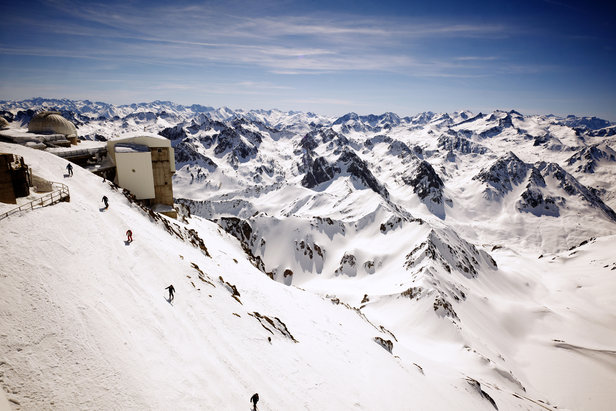 300km views from the top of the Pic du Midi de Bigorre run - ©Pic du Midi Ski Centre