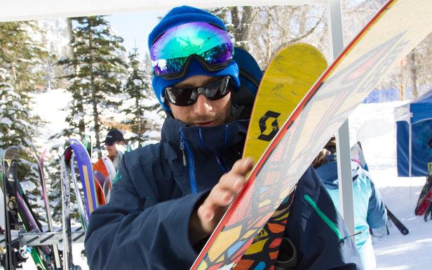 Naši testeri skúmajú testované lyže naozaj dôkladne ... - ©Cody Downard Photography