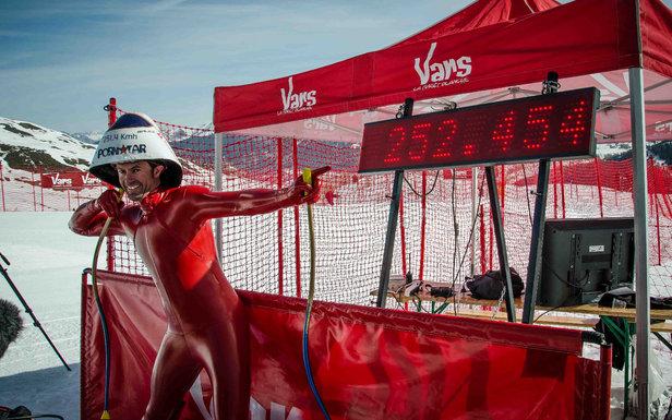 Simone Origone, recordman du Monde en ski de vitesse : il a été flashé ce matin à 252,454 km/h sur la piste de KL de Vars - ©OT Vars