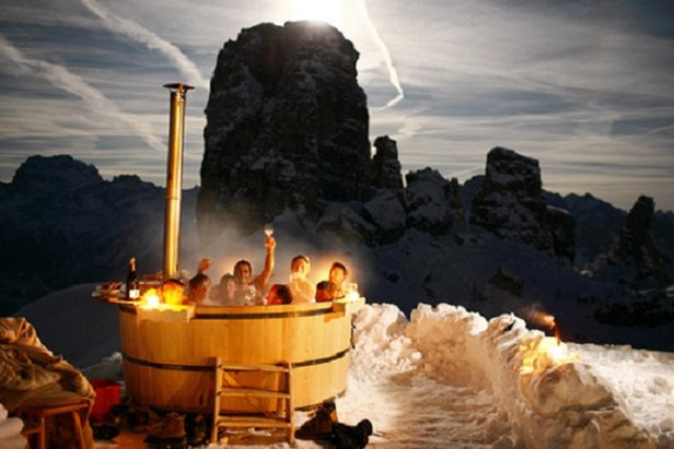 After dinner take a soak in the tub at Rifugio Scoiattoli - ©Rifugio Scoiattoli