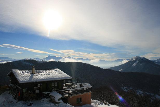 Col de l 39 arzelier photos de la station une petite pause en terrasse ava - Restaurant d altitude chamrousse ...