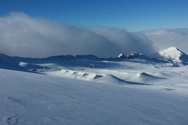 Skiing in October - Les 2 Alpes' glacier Oct. 24, 2015 - ©Aurélien Gonthier / Les 2 Alpes