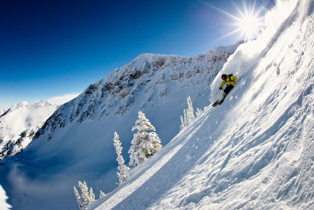 Skifahrer in Snowbird - ©Garrett Grove / Visit Salt Lake