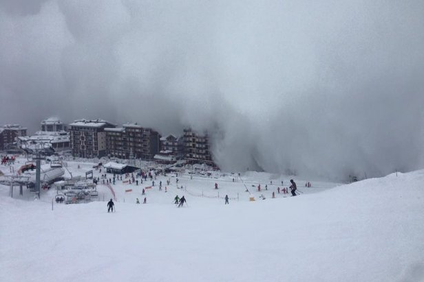 Cervinia 12.01.16 - Le immagini del soffio di valanga riprese ieri dalle piste - © Scuola di Sci e Snowboard del Cervino Facebook