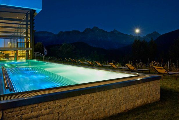 Heated outdoor pool at the Kulm Hotel Spa - ©Kulm Hotel Spa