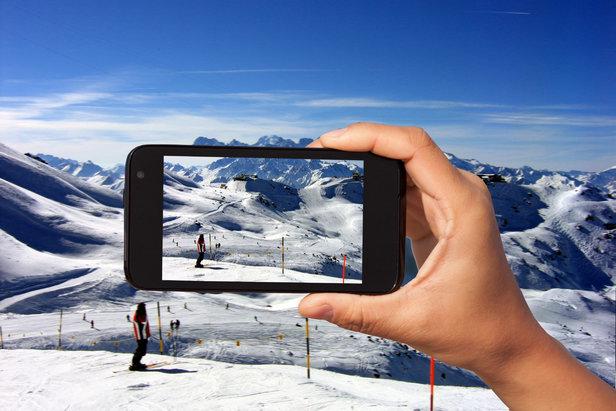 smartphone sur les pistes de ski - ©Skiinfo