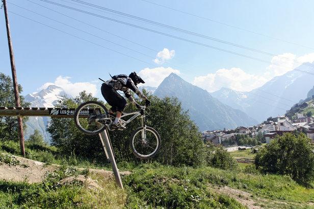 VTT bike park les 2 alpes - ©Office de Tourisme Les 2 Alpes / Vincent LOZZI