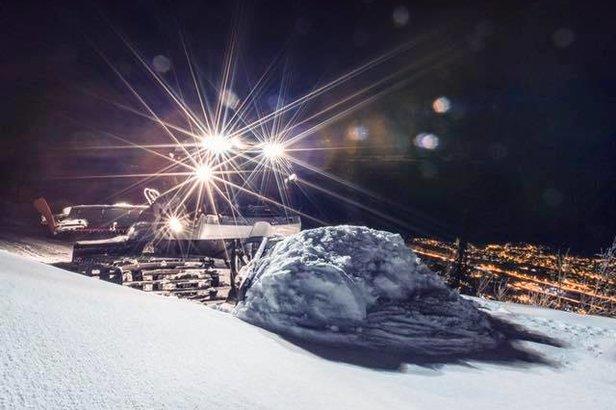 Natt til mandag dumpet det over en meter snø på Narvikfjellet. Fantastiske pudderforhold. - ©Narvikfjellet