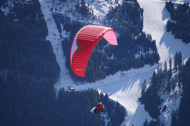 Erlebnis Paragleiten: Wie ein Vogel durch die Bergwelt fliegen - ©Gesa Temmen