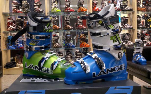 Pointure, volume, flex (rigidité), semelles thermoformables...autant de critères à prendre en considération au moment de l'achat de chaussures de ski - ©Lange