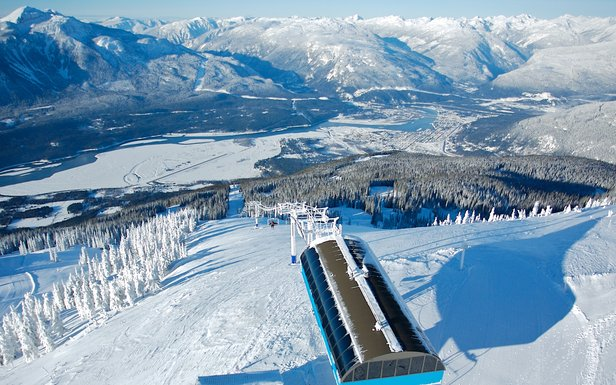 Skiing Revelstoke - ©Revelstoke Mountain Resort