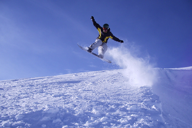 A snowboarder enjoys Mt. Bachelor. Photo by Danny/Flickr.
