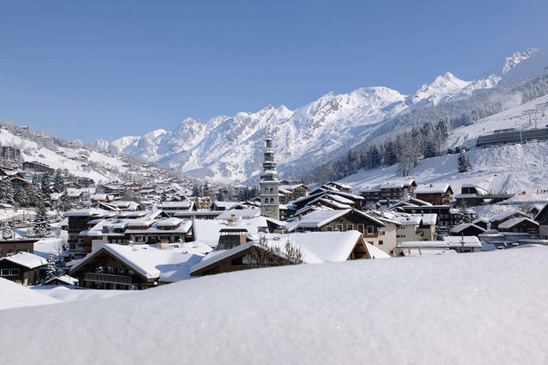 La Clusaz is a hidden gem that many skiers zoom past on their way to Chamonix