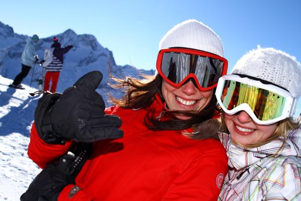 Ski entre amies aux 2 Alpes de début novembre à fin avril... - ©© Office de Tourisme Les 2 Alpes / Bruno LONGO