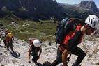 Vergnügen und Abenteuer bieten die einmaligen Klettersteige mit Ausblick auf Langkofel und Sellastock