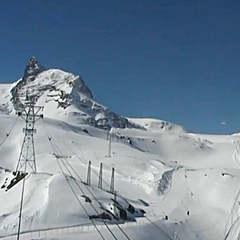 Belle journée de ski sur les pistes du glacier du Matterhorn à Zermatt (6 juin 2013)