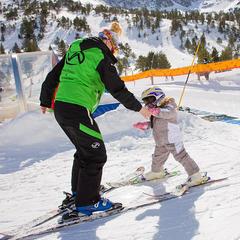 Apprentissage du ski à Vallnord - ©OT Vallnord