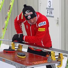 Todd Lodwick skis