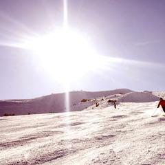 Die acht Orte der Tiroler Zugspitz Arena umschließen ringförmig einen sonnigen Talgrund, der sich für alle erdenklichen Winteraktivitäten als ideale Spielwiese anbietet. - ©Tiroler Zugspitz Arena