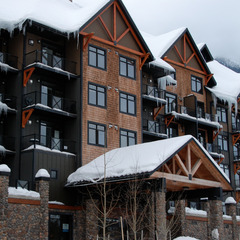 Glacier Mountaineer Lodge at Kicking Horse Mountain Resort. Photo by Becky Lomax.