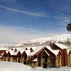 Gondel und Lodges in Mountain Village im Skigebiet Telluride - ©Norbert Eisele-Hein