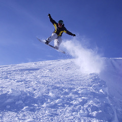A snowboarder enjoys Mt. Bachelor. Photo by Danny/Flickr. - ©Danny/Flickr