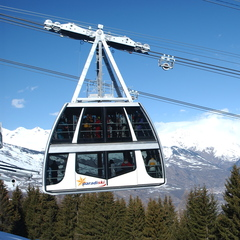 Double-decker gondola in Paradiski area - ©La Plagne Tourism