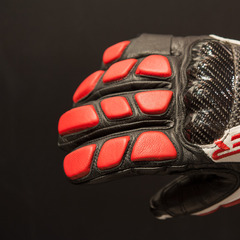 The Spyder Team glove features Carbon Fiber on the knuckles. It also has a moto-inspired pinky protector for protection in case of any falls. 