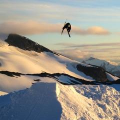 Skiinfo-redaktør Torkel Karoliussen nyter frisk sommerski-luft på Strynefjellet