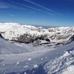 Un aperçu des excellentes conditions de ski sur le domaine de Gourette - ©OT de Gourette