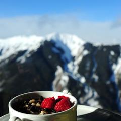 Een lekker en gezond ontbijtje met fruit.