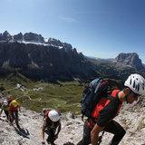 Vergnügen und Abenteuer bieten die einmaligen Klettersteige mit Ausblick auf Langkofel und Sellastock - ©Südtirol Marketing/Alessandro Trovati