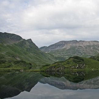 In den Schladminger Tauern gibt es viele klare Bergseen, in denen sich die Natur widerspiegelt - ©David Wolf