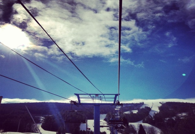 good soft snow this morning... all trails open but only one lift :( noce sunny skies