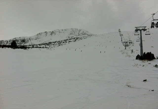 All lifts open today. Slopes were good at the top of the mountain. Getting icy and slushy near the middle and bottom.