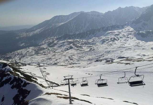 super zjazdy na zakonczenie sezonu poranek 29.04.2013 warunki idealne tylko do godz 11.00, ponad 110cm sniegu, temp. +22C.