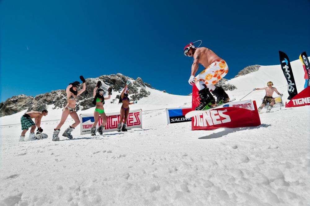 Bikini Contest sur les pistes de ski de Tignes - © andyparant.com
