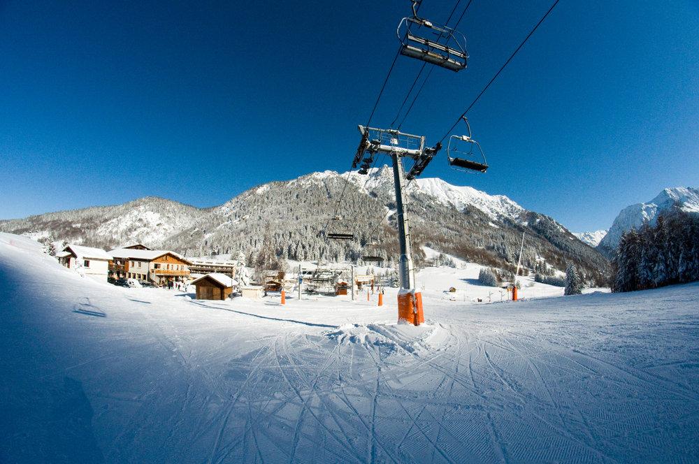 Au départ des remontées mécaniques de l'Alpe du Grand Serre - © Christophe STAGNETTO