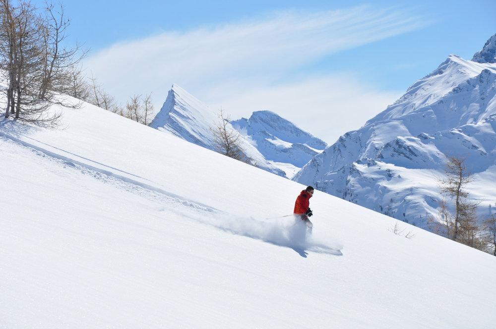 Poudreuse et neige fraîche sur les pentes d'Abriès - © A Grossan / Office de tourisme du Queyras
