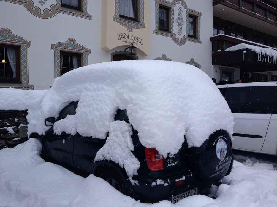 Sne foran hotellet.. i uge 42! - © Jeppe Hansen
