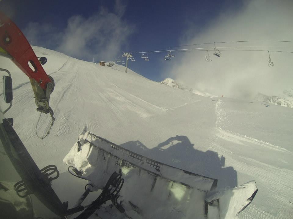 Piste basher in Alpe d'Huez Nov. 6, 2013 - © Alpe d'Huez