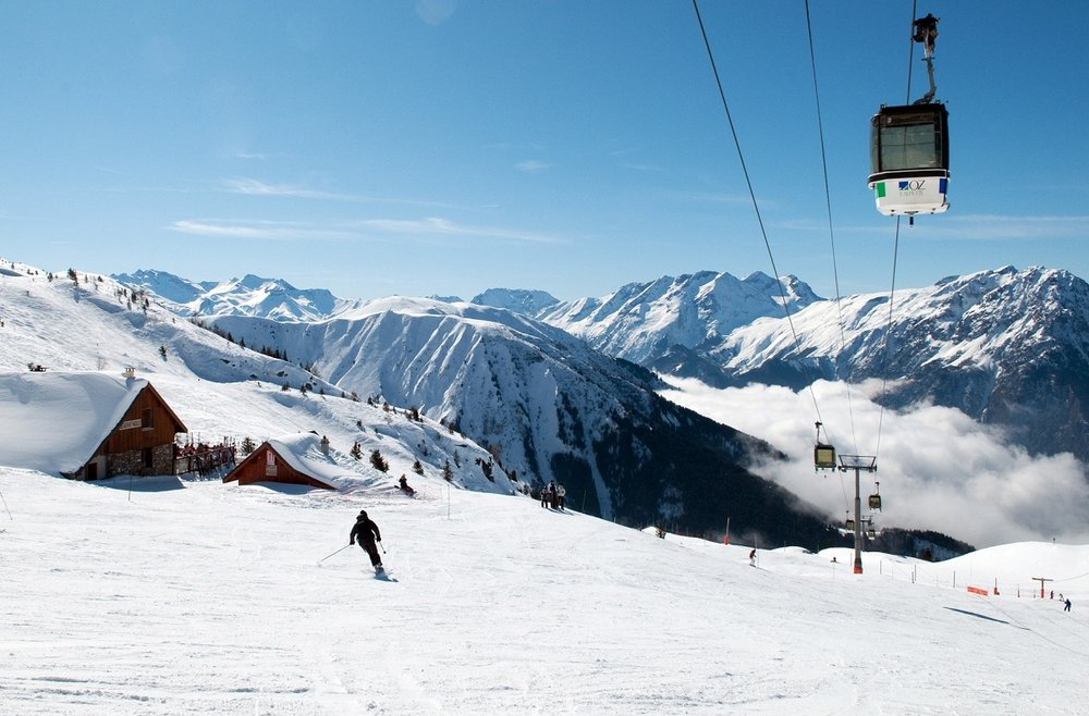 Soleil et neige douce, conditions idéales pour une bonne journée de ski à Oz en Oisans - © Images et Rêves