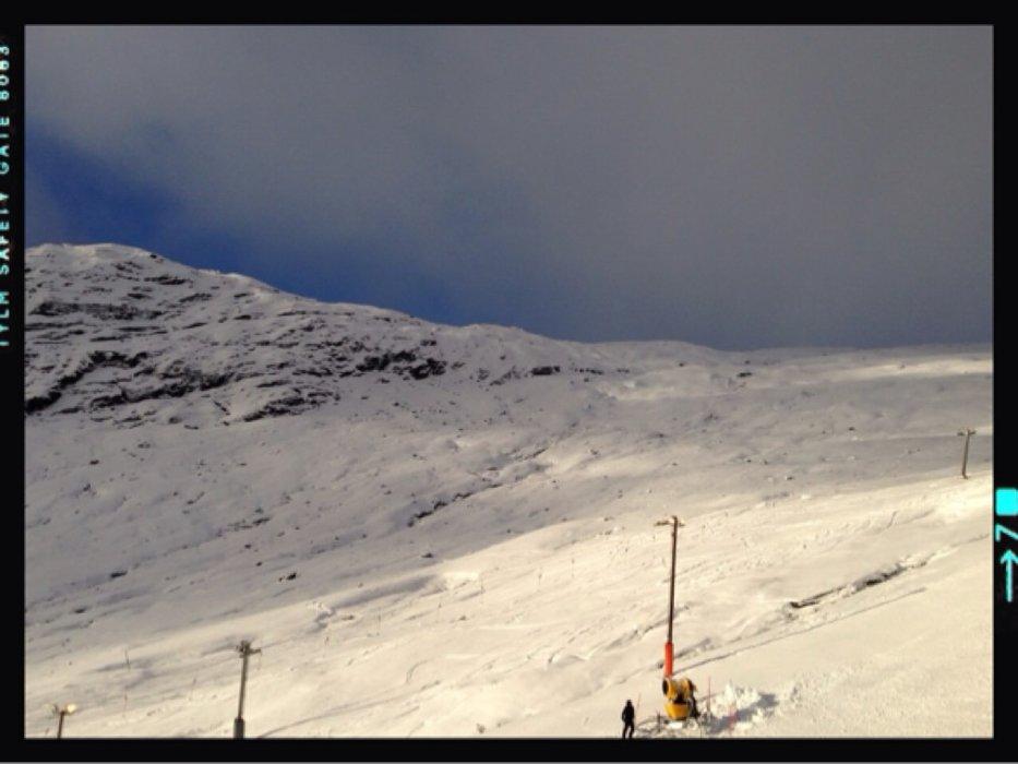 Røldal skianlegg åpnet i dag 2 heiser. Ganske hardt føre. Men bra forhold (etter datoen)  for topptur i fjellene over 900 m