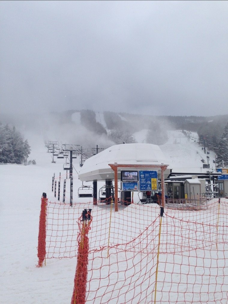 yee ha the mountain is open, its snowing and we are skiing!!!