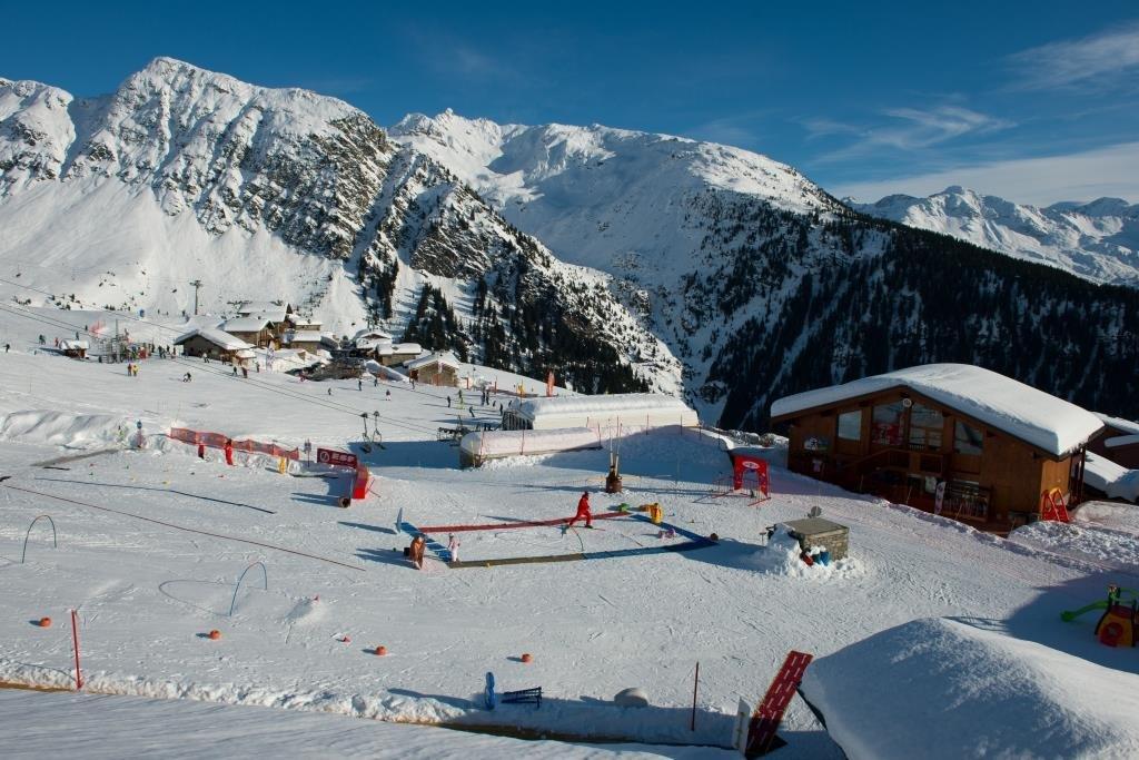 """A la Rosière, Le Club-Loisirs """"Les Galopins"""" accueille les enfants de 18 mois à 13 ans avec possibilité d'accompagnement au cours de ski - © La Rosière 1850"""